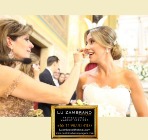 A linda noiva e sua mãe, as duas by Lu Zambrano Produções.